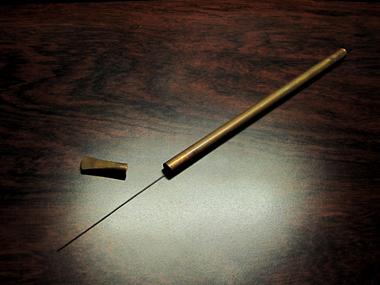 銅製ノコ刃入れ