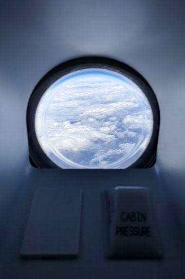 飛行機内部