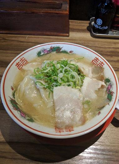 とんこつワンタン麺